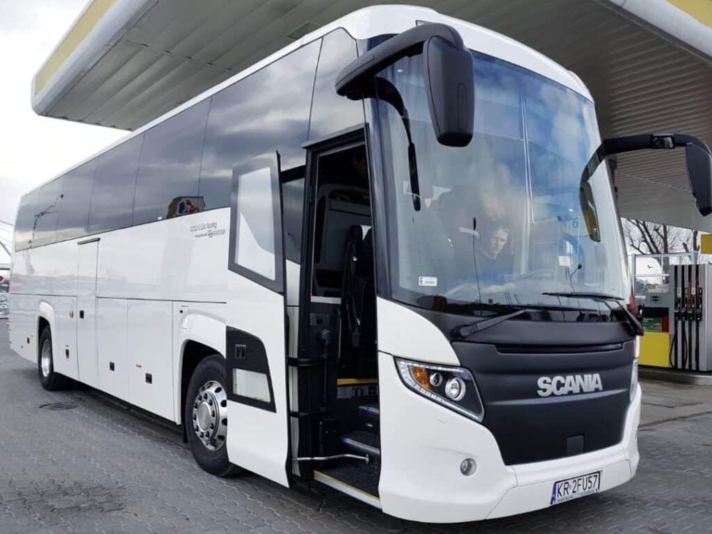Autokar na wynajem z kierowcą dla 50 osób Scania Touring