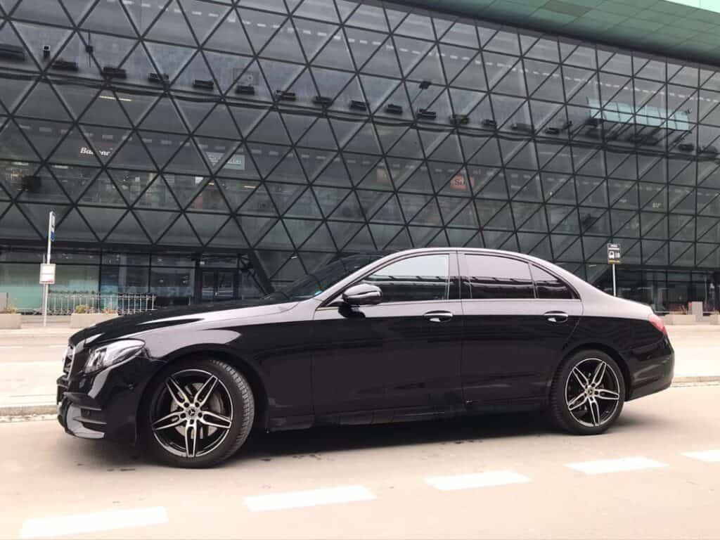 Limuzyna Mercedes-Benz E-klasa na wynajem na Lotnisku Kraków Balice