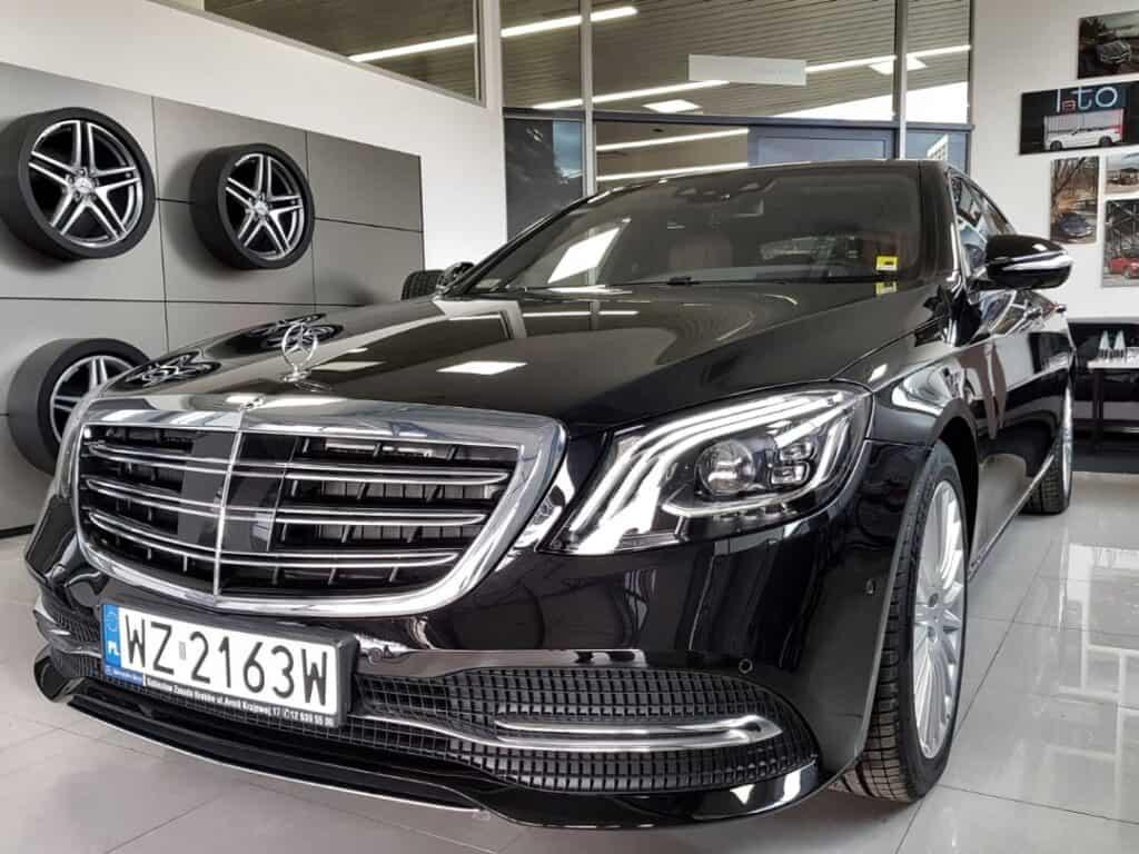 Limuzyna na wynajem, nowy czarny Mercedes-Benz S-klasa