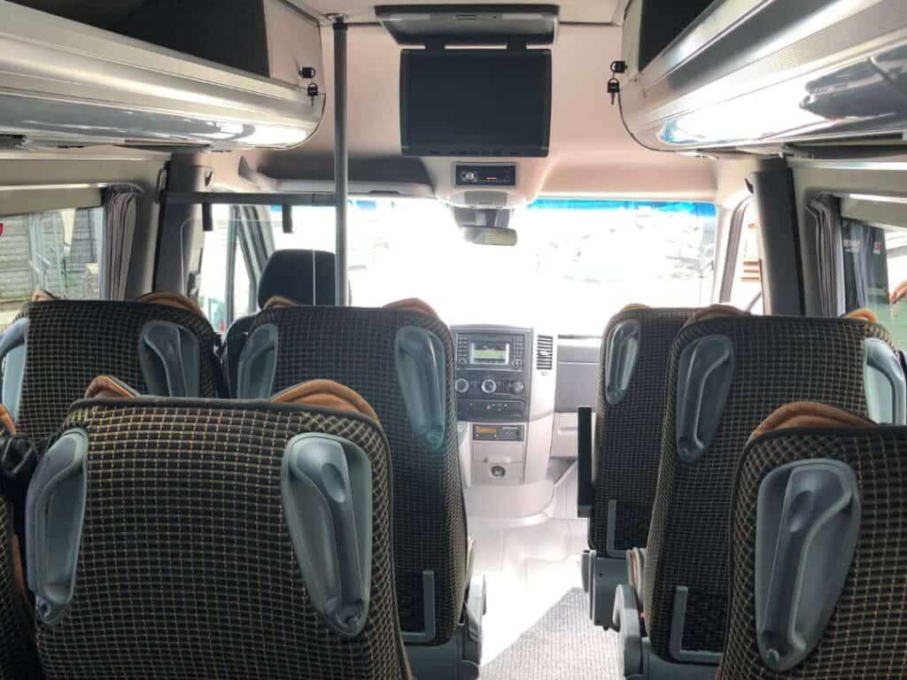 Minibus z dodatkowym bagażnikiem na wynajem, wnętrze Mercedes-Benz Sprinter