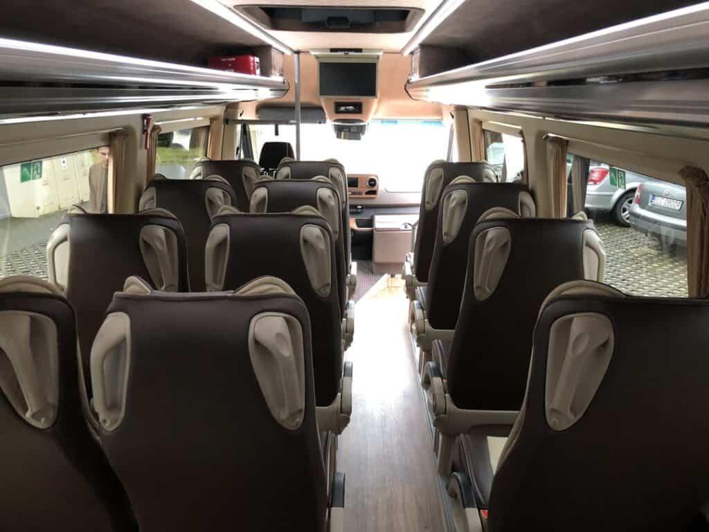 Nowy Minibus na wynajem, wnętrze Mercedes-Benz Sprinter VIP