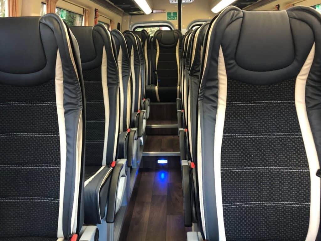 Nowy Minibus na wynajem, wnętrze Mercedes-Benz Sprinter