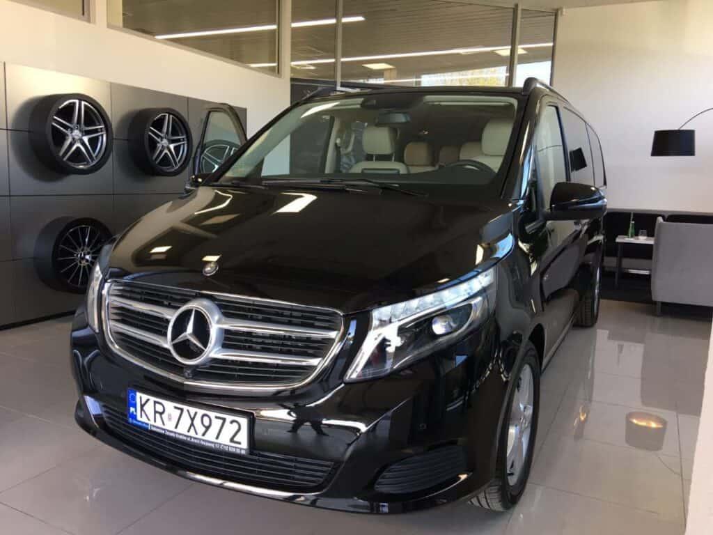 Minivan z kierowcą na wynajem, nowy czarny Mercedes-Benz V-klasa