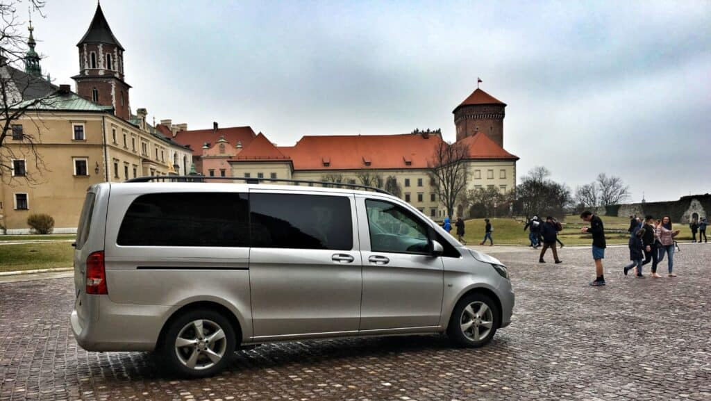 Minivan z profesjonalnym kierowcą na wynajem, Mercedes-Benz Vito wycieczka Wawel Kraków